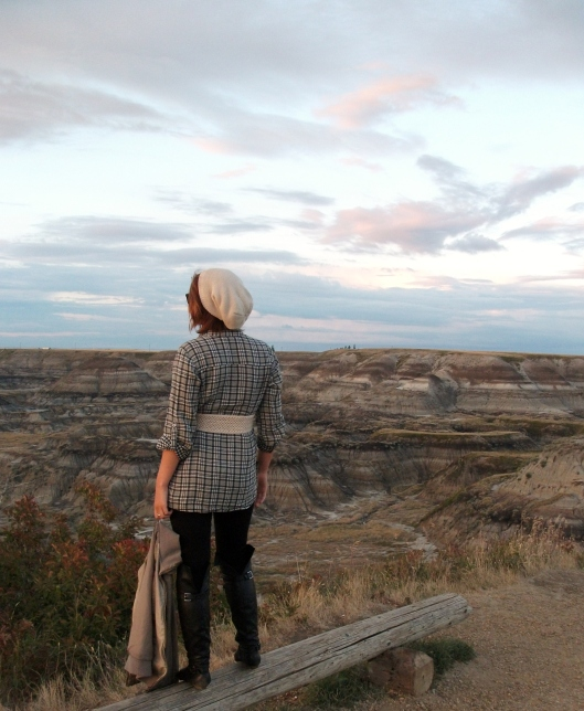 horseshoe canyon view - girl in perfect slouchy hat