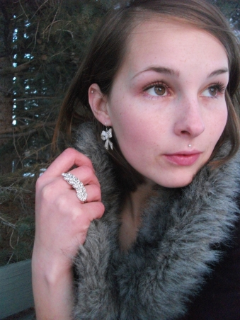 bow earrings, feather ring, fur snood,