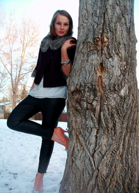 winter style, burgundy coat, pink shoes, silver jewelery