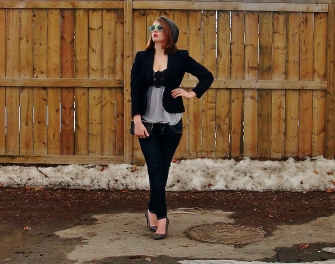 navy blazer with dark denim and grey for a perfect casual friday