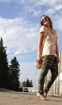 camo jeans and blush tones