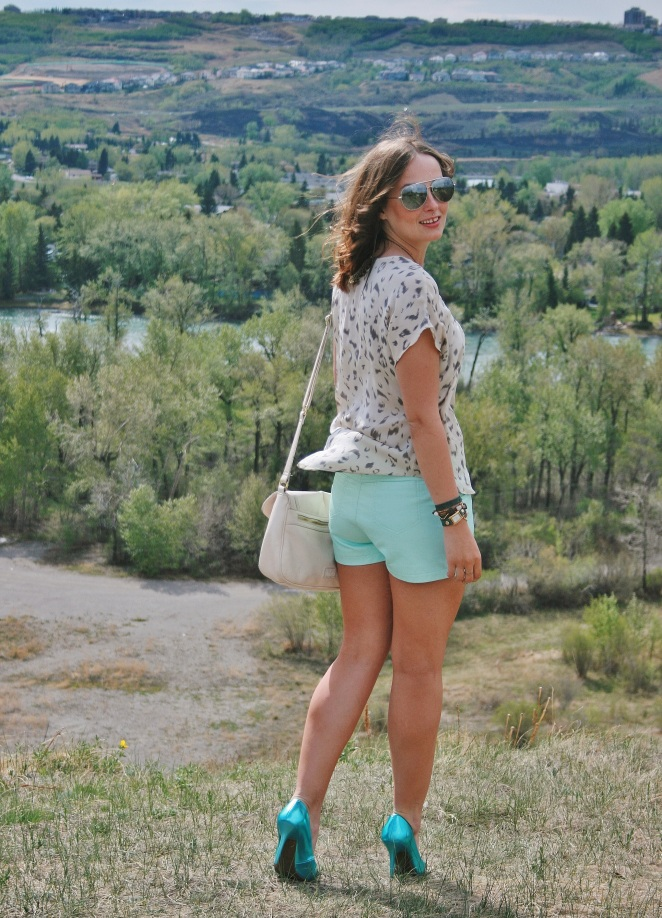 la mer watch, aritzia blouse, topshop shorts, guess heels