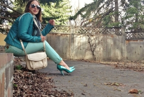Mint AE skinny jeans, turquoise Guess heels, teal leather jacket, silver aviators