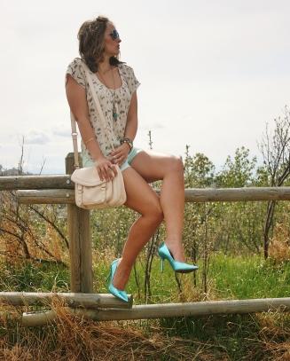 nude cross body bag, leopard blouse, metallic heels