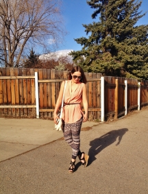 summer style - wedges, blouse and printed leggings
